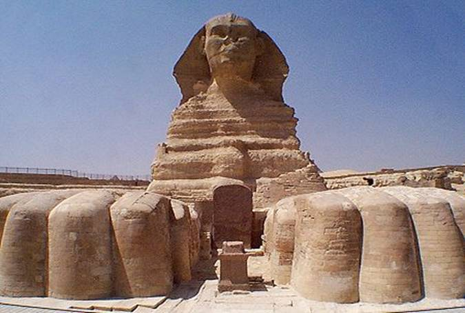 http://www.guardians.net/egypt/sphinx/images/sphinx-front-wa-2001.jpg